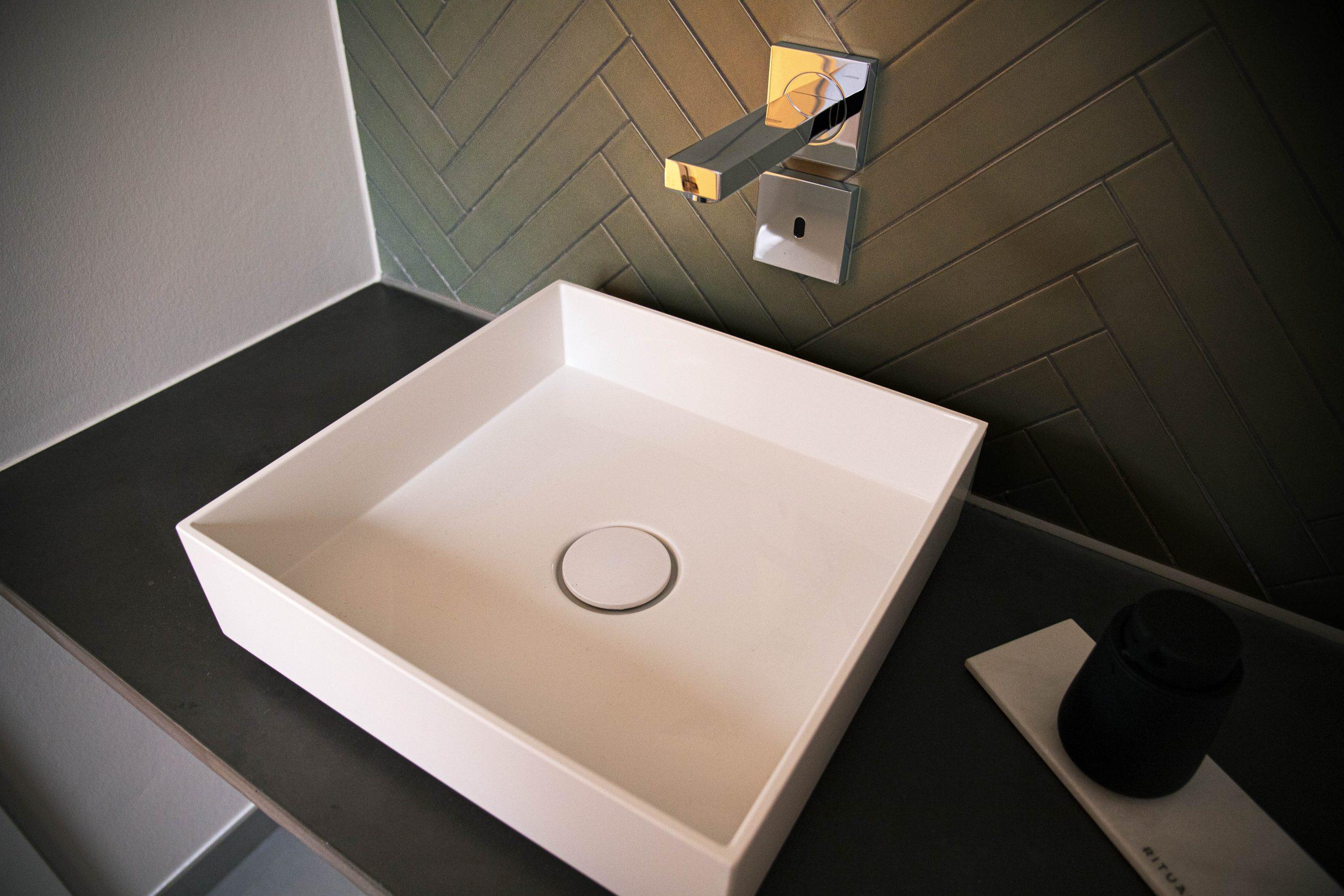 Grellroth Waschtisch Beton-Platte
